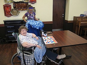 Students present blankets to SOV residents