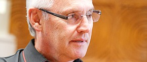 Tressel's pact extended for at least 1 year