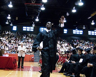 Dontae Sisco waves to his adoring fans.