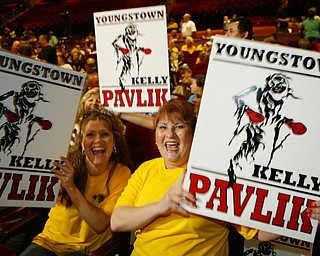 Kelly Pavlik Gary - Lockett weigh in Atlantic City June 6, 2008.