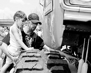 Michael Sopko of Austintown gives his son Ashton, 4, a lesson on shocks at the Jeep Festival at the Canfield Fair Grounds on Sunday, July 27, 2008. Daniel C. Britt.