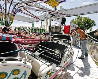 DJ Winland of Wintersville cleans one of Bates Brothers Amusement rides