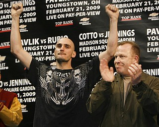 Pavlik Rubio Weigh In at the Chevy Centre.