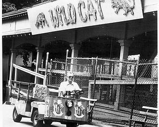 Worker in front of Widlcat 1984