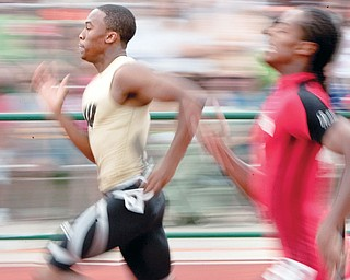 Warren Harding's Deaver Williamson competes in the 4 x 200m relay on Saturday afternoon.