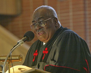 Dr. Morris Lee, pastor Third Baptist Church, Youngstown delivers eulogy for Edna Pincham during Wednesday service at his church.