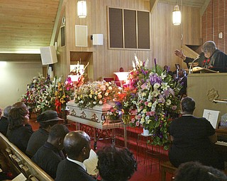 Dr. Morris Lee, pastor Third Baptist Church, Youngstown delivers eulogy for Edna Pincham.