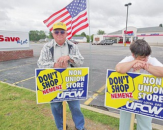 UFCW members  Charles Lind, of Struthers and Sandi Carano of Poland do informational picketing outside Save A Lot in Poland  6-18-09. wdlewis