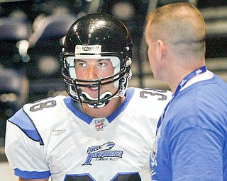 Former YSU QB Tom Zetts has signed with af2 Mahoning Valley Thunder, photographer July 7, 2009 with head coach Chris MacKeown.