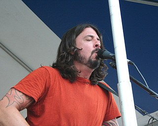 Dave Grohl performing acoustic versions of Foo Fighers' songs at the David Grohl Alley dedication ceremony in Warren.