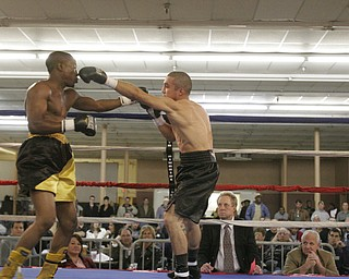 Jake Guiriceo defeats James Hope Oct. 17, 2009 at the Eastwood expo Center in Niles, OH.