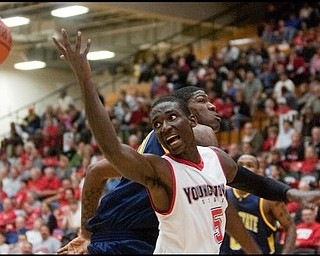 The Vindicator/Geoffrey HauschildYSU's Sirlester Martin (5)during the first half at Beeghly Center on Wednesday afternoon.