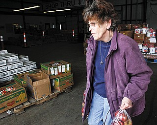 The Vindicator/Lisa-Ann Ishihara--- Sheila Riggs gathers food from Second Harvest Food Bank for the Southern Community Center for Senior Aid.