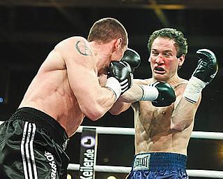 Neubrandenburg, 30.01.2010-  Jahnsportforum- Internationale Box-Gala.IBF- Weltmeisterschaft im Mittelgewicht.Billy Lyell vs Sebastian Sylvester