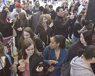 """Twilight series fans gather at Eastwood Mall in Niles to see Peter Facinelli, """"Dr. Carlisle Cullen"""""""