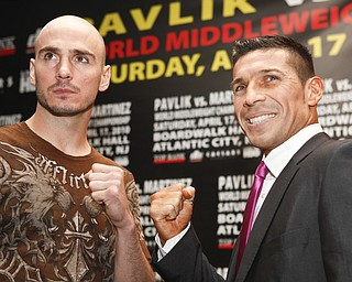 WBC/WBO middleweight champion Kelly Pavlik, left, and WBC super welterweight champion Sergio Martinez pose for a picture at a news conference in New York, Wednesday, April 14, 2010.  The boxers were there to promote their fight in Atlantic City on Saturday, Apr. 17, 2010. (AP Photo/Seth Wenig)