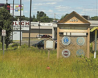 Boardman Township wants to replace the old wooden signs on U.S. Route 224 and Market Street that welcome motorists with new, updated versions.