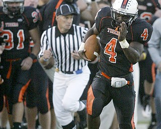William D Lewis|The Vindicator Howland Deveon Smith makes a long run late in 1rst qtr setting up Howland TD.
