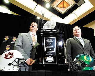 Oregon head coach Chip Kelly, right, and Auburn head coach Gene Chizik pose with the Coaches' Trophy during a news conference Sunday, Jan. 9, 2011, in Scottsdale, Ariz. Oregon faces Auburn in the BCS National Championship NCAA football game on Jan. 10 in Glendale, Ariz.