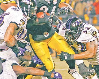 Pittsburgh Steelers running back Rashard Mendenhall (34) runs against Baltimore Ravens defensive tackle Lamar Divens, left, and linebacker Ray Lewis during the second half of an NFL divisional football game in Pittsburgh, Saturday, Jan. 15, 2011. The Steelers won 31-24 to advance to the AFC Championship game.