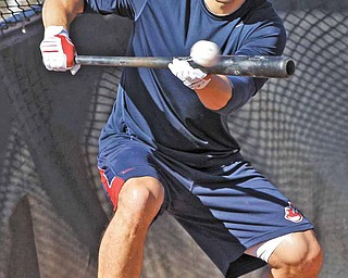 Cleveland Indians outfielder Grady Sizemore takes batting practice at the baseball team's spring training facility Thursday, Feb. 17, 2011, in Goodyear, Ariz. (AP Photo/Mark Duncan)