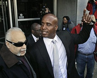 Barry Bonds, right, leaves the federal courthouse after the first day of his trial, Monday, March 21, 2011, in San Francisco.