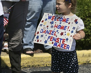 JESSICA M. KANALAS | THE VINDICATOR..Elly Fenstemaker, 3, of Louisville holds her sign as she waits for her father, Spc. Daniel Fenstemaker, of the 292nd Engineer Detachment of the Ohio National Guard to come home after serving a year in Kuwait. ... -30-