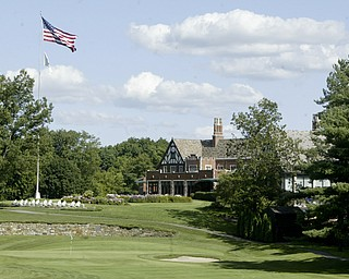 William D. Lewis The Vindicator 18th green and clubhouse at YCC