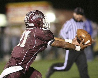 ROBERT  K.  YOSAY  | THE VINDICATOR --..Tieing Score #21  Bdm  devin Campbell bobbled the pass but was able to gain control and score to tie Glenoak 7-7 late in the second quarter-.Glen Oak vs Boardman at Boardman High School -..--30-..(AP Photo/The Vindicator, Robert K. Yosay)