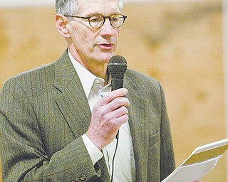 Atty. Alan Wenger of Harrington, Hoppe & Mitchell, representing a group of landowners who have formed an informational group/bargaining unit to negotiate with gas and drilling companies, explains lease details during a meeting at Armstrong Saddlery Arena in Salem.