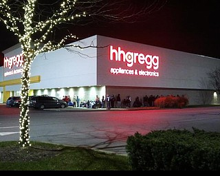 A line is starting to form at hhgregg but it's dwarfed by the Best  Buy line which is now behind the building