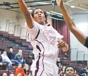 Boardman's Deion Harris (22) goes in for a layup against Shaw defenders during the second period of a game Tuesday in Boardman.