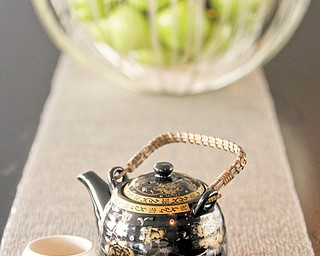 This photo shows tea that is offered to Chinese travelers upon check-in at the W Times Square in New York. Major hotel brands are catering to the needs of Chinese tourists.