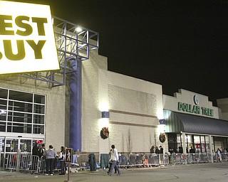 William d Lewis the Vindicator   Long line outside Boardman Best Buy Thursday night. Store openedat Midnight