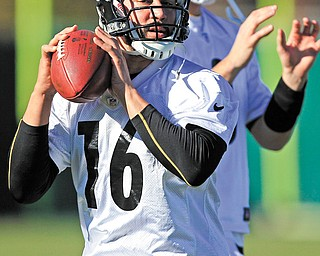 Pittsburgh Steelers quarterbacks Charlie Batch (16) and newly signed Brian Hoyer warm up during the team's practice Wednesday in Pittsburgh. Batch will start Sunday against the Cleveland Browns in place of injured Ben Roethlisberger and Byron Leftwich.