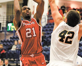 Youngstown State senior Damian Eargle (21) passed the 1,000-point milestone last week against James Madison, the same game in which he broke YSU's career blocks record.