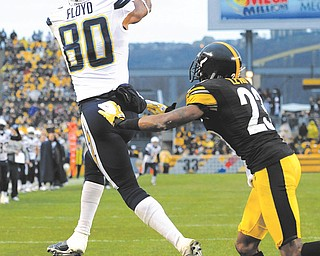 San Diego Chargers wide receiver Malcom Floyd (80) catches the ball for a touchdown in front of Pittsburgh