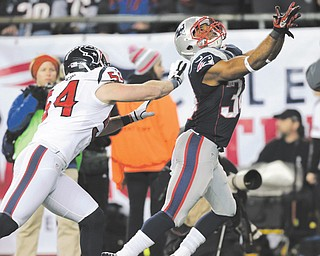 New England Patriots running back Shane Vereen (34) catches a 33-yard touchdown pass against Houston Texans linebacker Barrett Ruud during the second half of the AFC divisional playoff Sunday in Foxborough, Mass. Vereen scored three times for the Patriots, who bested the Texans, 41-28.