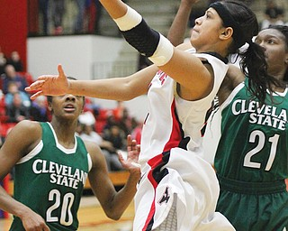 Youngstown State's Shar'Rae Davis (4) stretches up for a layup against Cleveland State defenders Shalonda Winton (20), left, and Kiersten Green (21) during the second half of the Horizon League quarterfi nal Wednesday at YSU's Beeghly Center. The Penguins bested the Vikings, 69-62, to advance to Friday's semifi nals in Green Bay.