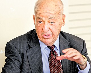 Dr. Cyril Wecht, a forensic pathologist who has been a consultant in high-profile cases such as John F. Kennedy and Martin Luther King Jr., speaks at Beeghly Center as part of the YSU Alumni Lecture Series.