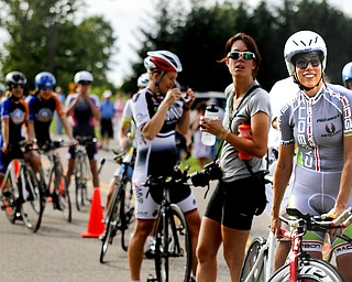 MADELYN P. HASTINGS | THE VINDICATOR  Far right (303) Samantha Brode, Cleveland Clinic Carbon Racing, Women Pro 1/2/3