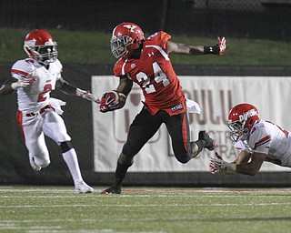 William D Lewis The Vindicator  YSU's Jamarious Boatwright(24) scampers for yardage past Dayton's Gary Hunter(2) and Connor Cascor(23)during 1rst half action agaisnt Dayton Thursday 8-28-13.