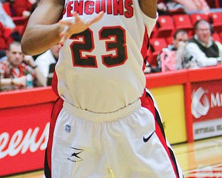 Youngstown State's Melissa Thompson goes for a layup during the first half of Thursday's Horizon League game against UIC at YSU's Beeghly Center. The Penguins fell to the Flames, 73-65.