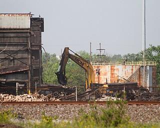 ROBERT K. YOSAY    THE VINDICATOR..RG  Steel in Warren on Pine Ave is almost down to one last building as MCM Demoliton of Kentucky has been taking down building after building.....                    -30-       ROBERT K. YOSAY    THE VINDICATOR......                    -30-