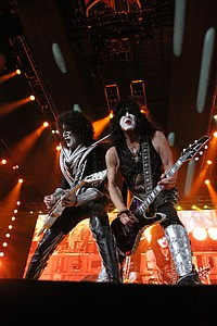 Kiss at Covelli