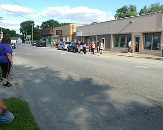 Struthers residents line Midlothian to see motorcade.