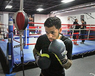 William D Lewis The Vindicator  Popo Salinas trains at South side Boxing 9-7-17.