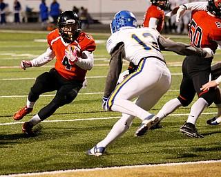 WARREN, OHIO - NOVEMBER 10, 2017:  Canfield's Paul Breinz (4) makes a cut to score a 3 yard TD during the 1st qtr. at Harding High School, Mollenkopf Stadium.  MICHAEL G TAYLOR | THE VINDICATOR