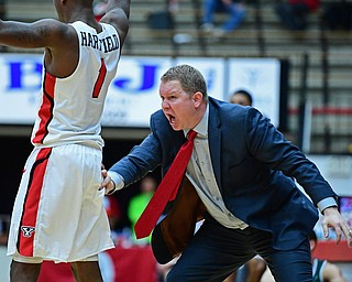 YOUNGSTOWN, OHIO - JANUARY 6, 2017: Youngstown State head coach Jerrod Calhoun congratulates Braun Hartfield after he made a shot late in the second half of their game, Saturday night at Beeghly Center. DAVID DERMER | THE VINDICATOR