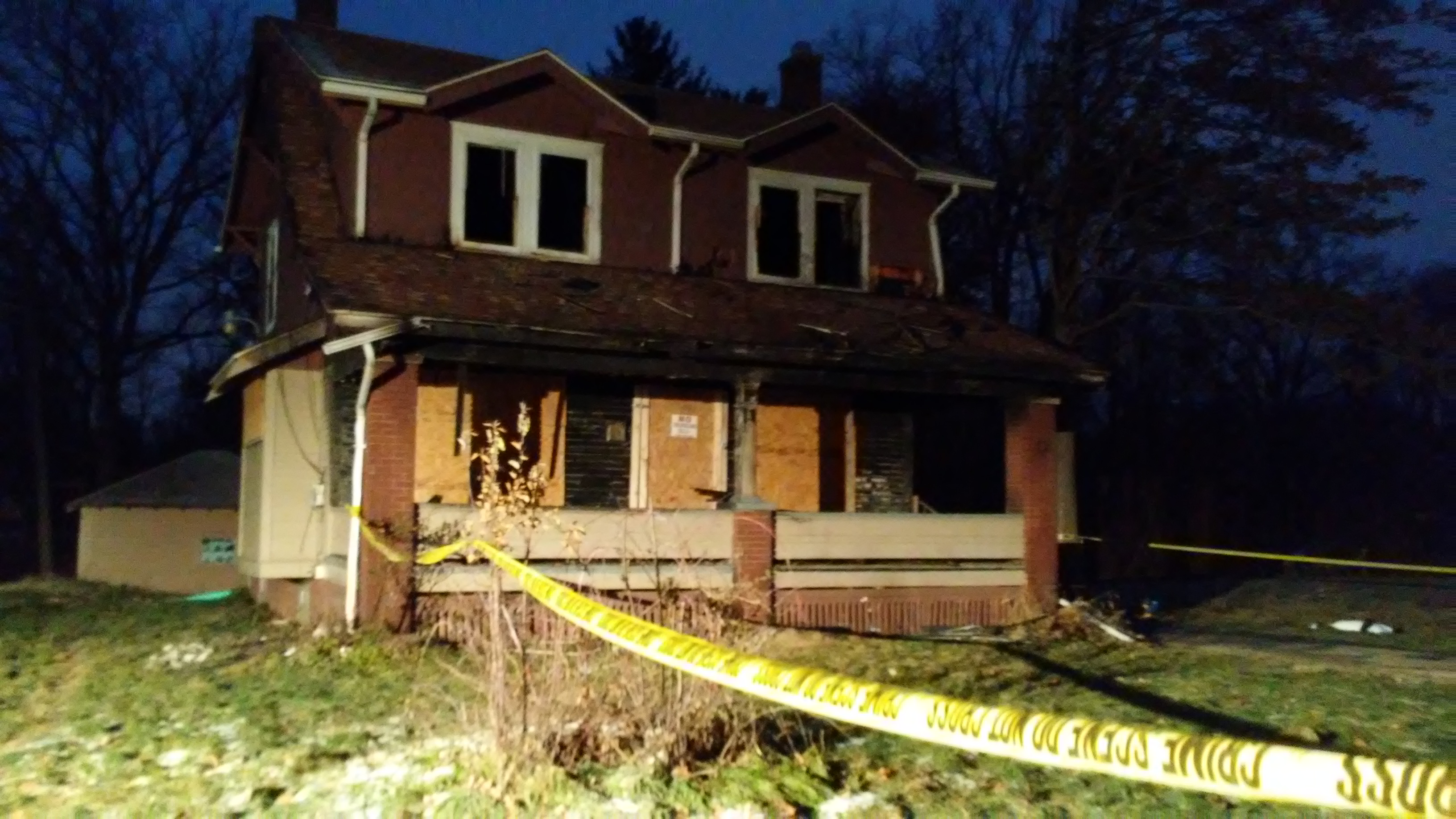 House fire kills 5 children, injures mother